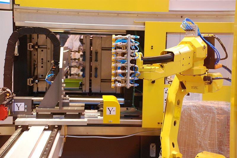 FANUC M-10ia unloading Hi-Tech Automation side-loader arm and a ROBOSHOT moulding machine
