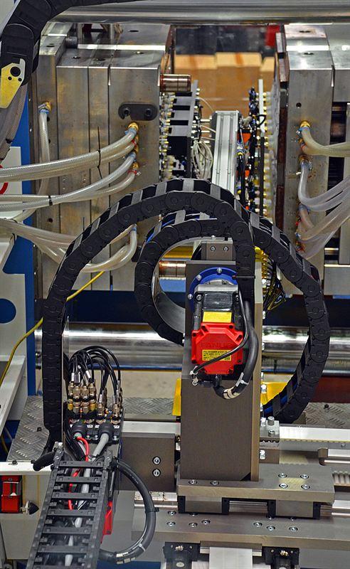 Hi-Tech Automation side-loader robot